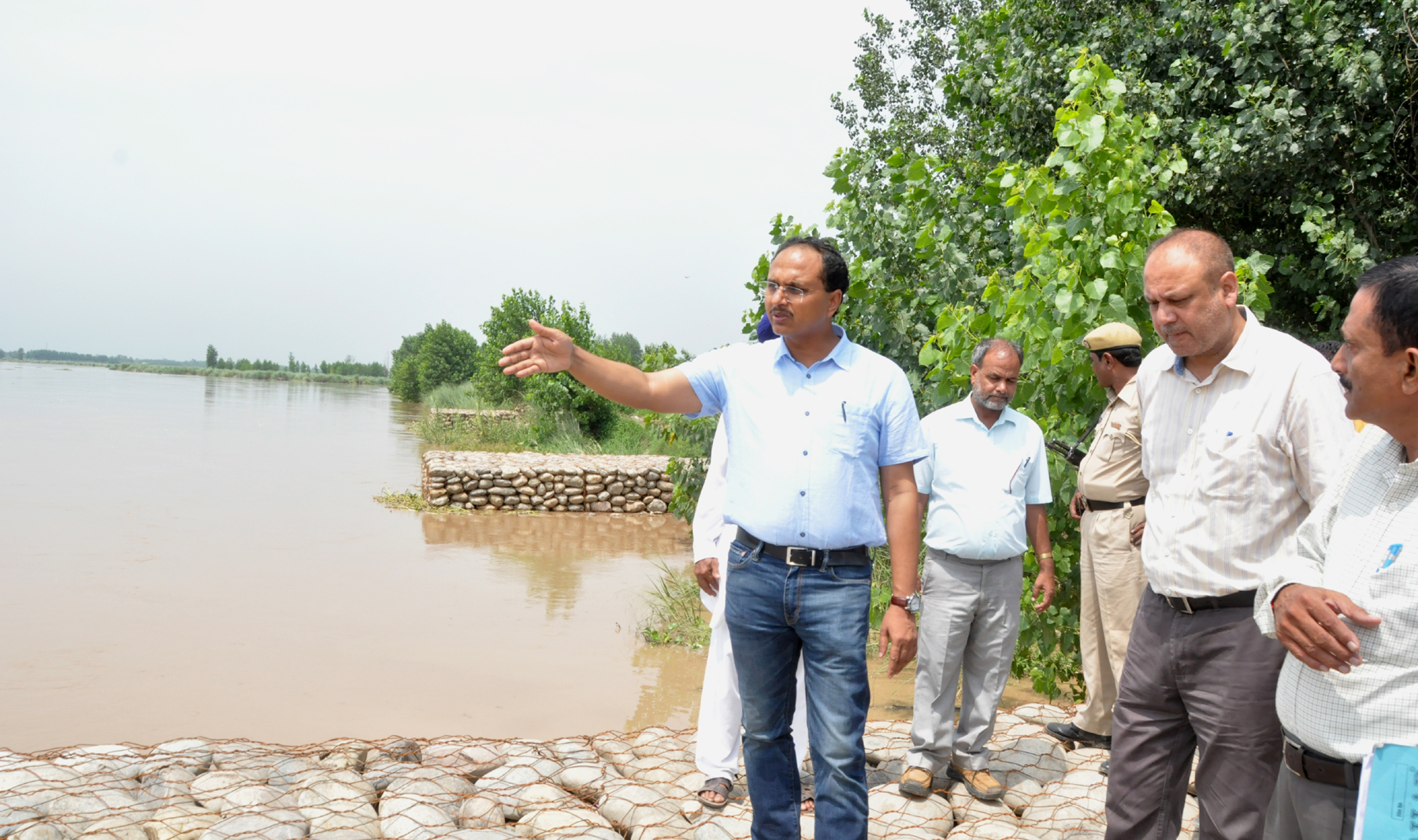 DC VISITS FLOOD PRONE AREAS OF DISTRICT