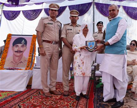 HP Governor pays tribute to Police martyr ASI Amin Chand
