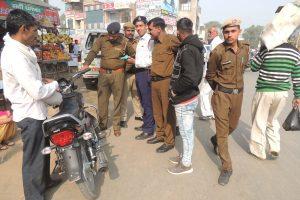 यातायात पुलिस ने 85 वाहन चालकों के काटे चालान