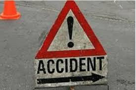 सडक़ दुर्घटना में एक की मौत, दो घायल