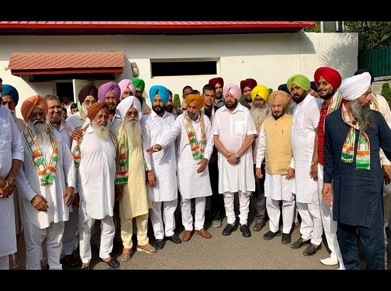 Milkfed Ex-Chairman & Brother of SAD MLA joins Punjab Congress with large no. of supporters