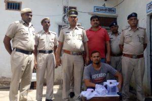 गाड़ी में अवैध हथियार सहित व्यक्ति पुलिस गिरफ्त में