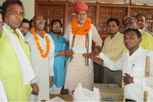 शिक्षा मंत्री ने बांटे विकास कार्यों के लिए करोड़ों रुपए से अधिक राशि के चैक