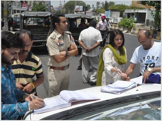 अवैध आटो चालकों पर ट्रैफिक पुलिस और आरटीओ ने कसा शिकंजा