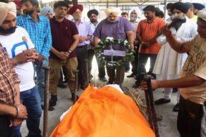 Tearful adieu to senior journalist Manmohan Singh