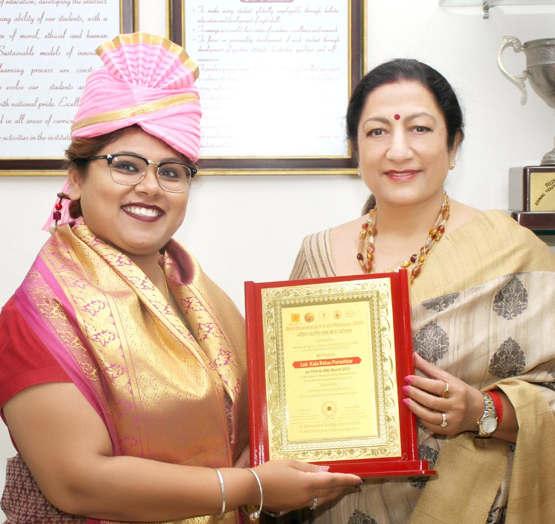 KMV's Geetika Singh honored by the College Principal for her contribution to the field of Regional Dances