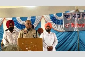 SSP carries on message of CM and DGP Punjab against drugs in a strong way to chemists
