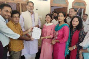 बीडीएस चिकित्सकों ने मांगों को लेकर सौंपा शिक्षामंत्री को ज्ञापन