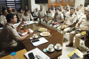 नवनियुक्त पुलिस अधीक्षक ने कार्य ग्रहण कर अधिकारियों की ली बैठक