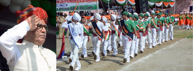 Farooq Khan hoists tri-colour at Jammu