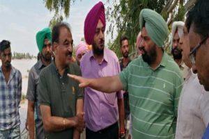 Sarkaria visits Dhussi Bundh breach at Bholewal village