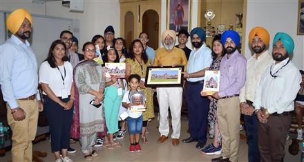 NRI Delegations from UK Visits Khalsa College
