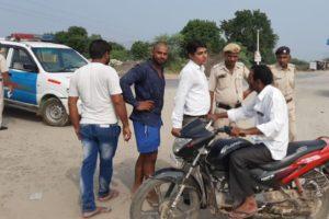 वाहन चालकों को सडक़ सुरक्षा के प्रति जागरूक किया