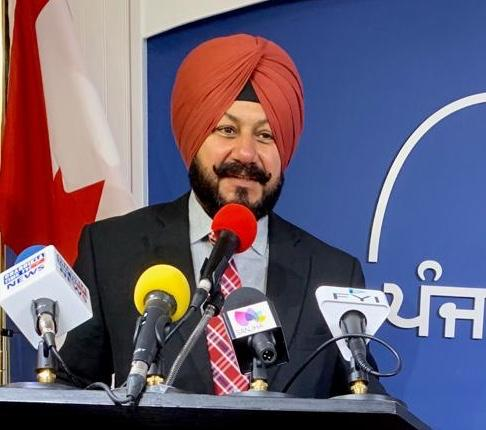 "GURCHARAN SINGH DHALIWAL'S POETRY BOOK ""KAAGAZ DI DEHLEEZ"" RELEASED IN CANADA"