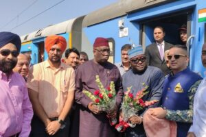 DISTRICT ADMINISTRATION GIVES ROUSING WELCOME TO HIGH COMMISSIONER OF GHANA & RAILWAY MINISTER, REPUBLIC OF GHANA DURING BRIEF HALT AT JALANDHAR RAILWAY STATION