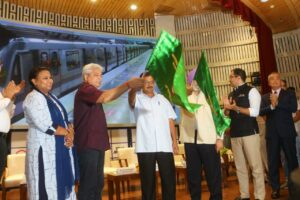 Grey Line Metro flagged off by CM Arvind Kejriwal and Union Minister Shri Hardeep Puri