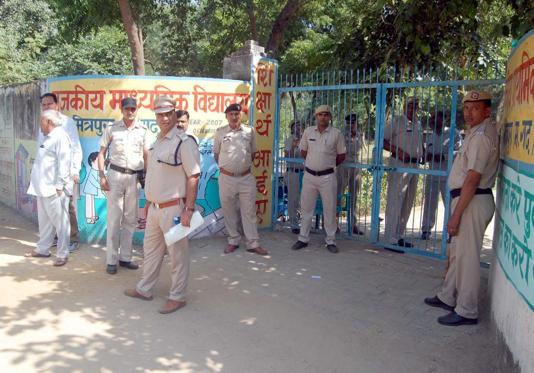 भारी पुलिस बल की मौजूदगी में अकबरपुर रामू में हुआ दोबारा मतदान