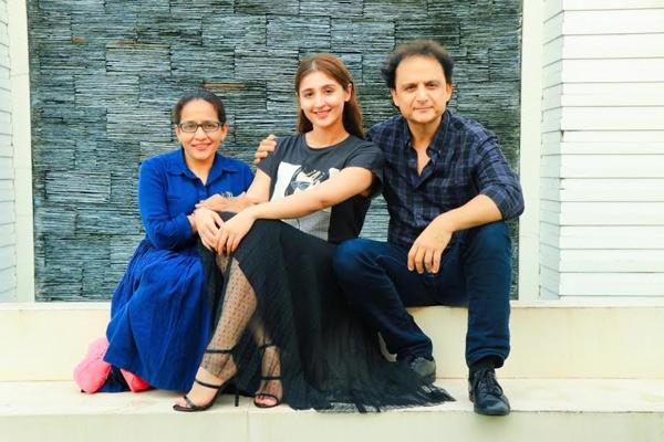Dhvani Bhanushali's 'Leja Re' and 'Vaaste' crosses combined viewership of one billion