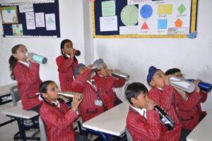 विवेकानद वर्ल्ड स्कूल ने विद्याथियो के लिए निश्चित किया तीन अंतराल में पानी पीने का समय