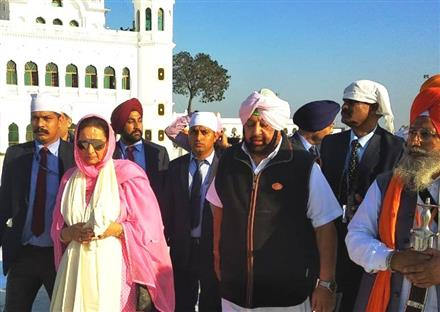 Pak PM Imran Khan personally received first Jatha comprising Capt Amarinder Singh