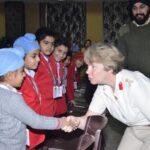 ब्रिटिश सैन्य अधिकारियों ने किया दास एंड ब्राऊन वल्र्ड स्कूल का दौरा