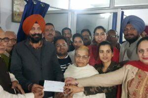 फिरोजपुर कैंट के 70 साल पुराने अस्पताल धर्मार्थ औषधालय को विधायक पिंकी ने दिए 2 लाख रुपए, दवाईयां भी मुफ्त में मुहैया करवाएंगे
