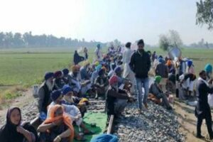 Ferozepur: Farmers hold rail-roko agitation, 25,000 passengers stranded