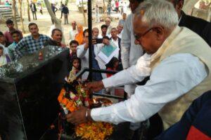 सामाजिक न्याय एवं अधिकारिता मंत्री ओमप्रकाश यादव ने मूर्ति की स्थापना