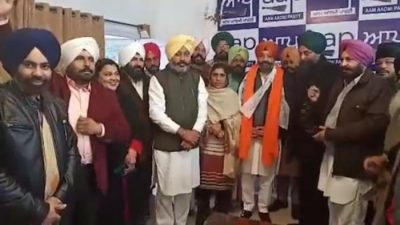 Congress leader Rupinder Singh Mundi joins AAP with supporters