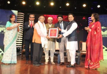 Dr. V Shantaram Lifetime Achievement Award conferred on Dr. S. Krishnaswamy