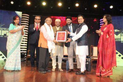 Dr. V Shantaram Lifetime Achievement Award conferred on Dr. S. Krishnaswamy
