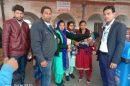 रेलवे स्टेशन पर बच्चों को पिलाई पोलियो रोधी दवा
