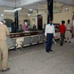 कोरोना वायरस से बचाव के लिए डीएसपी ने बैंक की सुरक्षा का लिया जायजा
