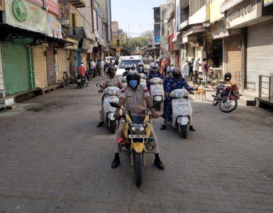 जिले में सुबह 9 से 11 बजे तक पुलिस का लगातार फ्लैग मार्च रहेगा