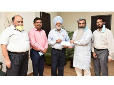 VC Punjab Agriculture Univ donates Rs 72.56 Lakh to CM for COVID-19 relief fund