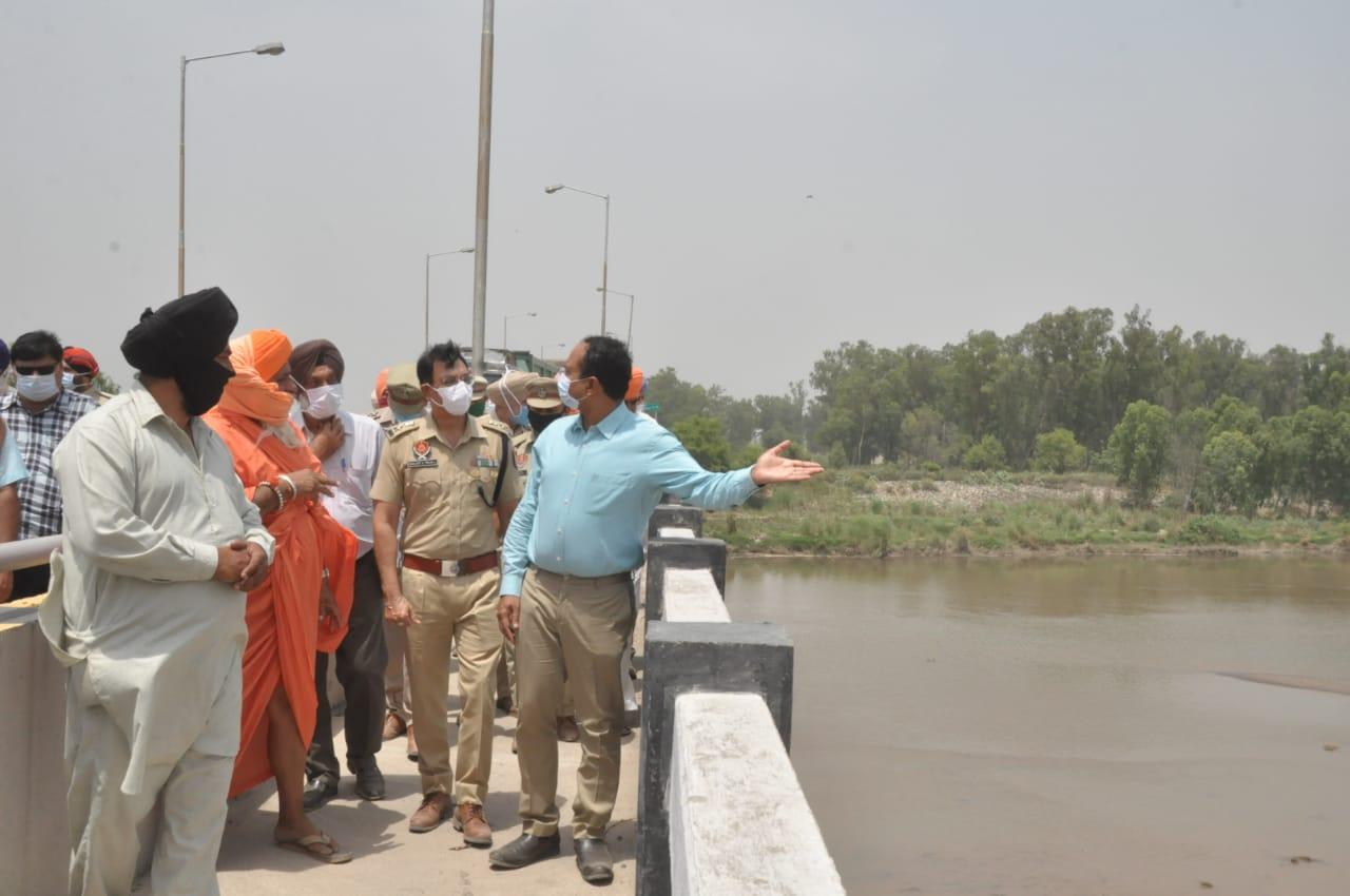 Desilting of Railway Bridge over Satluj at Gidderpindi to avert flood in region- DC and SSP