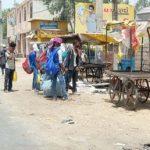 प्रवासी मजदूरों का जिले से प्रस्तान करना जारी