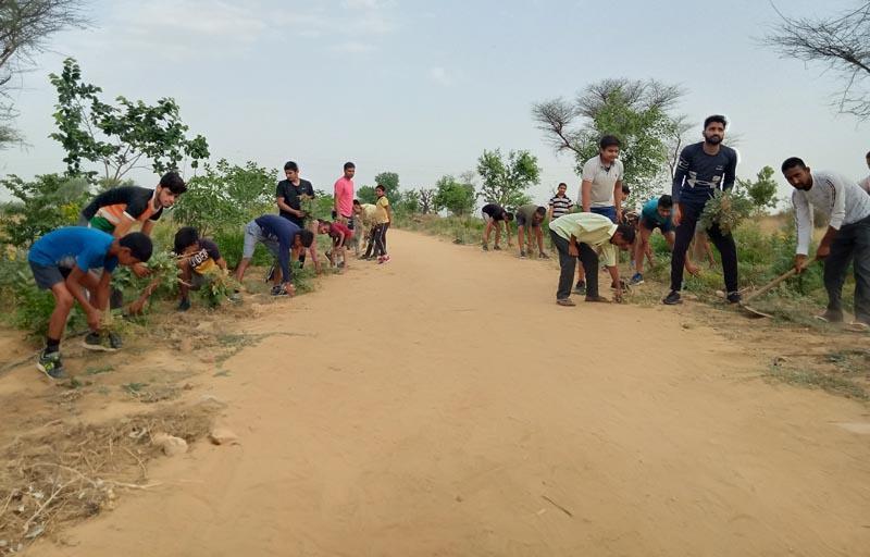 पर्यावरण संरक्षण को बढ़ावा दें रहे खासपुर के युवा